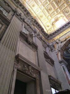 ローマバチカン市国サンピエトロ大聖堂アトリウム
