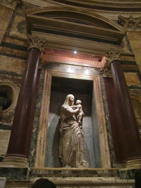 ローマハドリアヌス帝のパンテオンラファエロのお墓