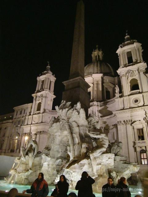 ローマナヴォーナ広場バロック彫刻傑作ベルニーニの四大河の噴水